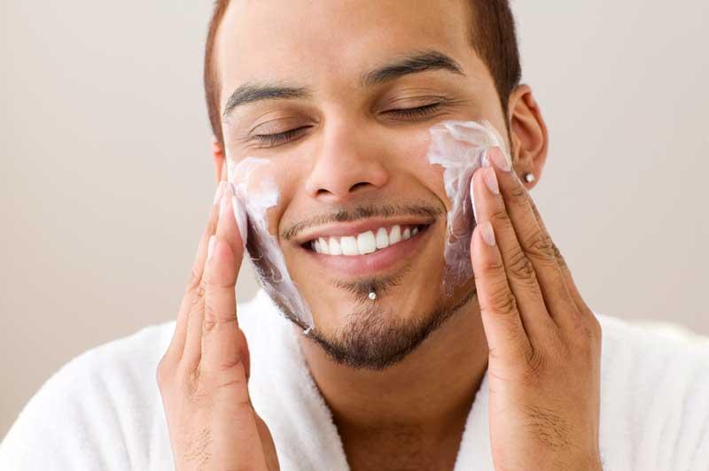 Để tăng hiệu quả chăm sóc da cho nam bạn cần chú ý làm sạch da mỗi ngày