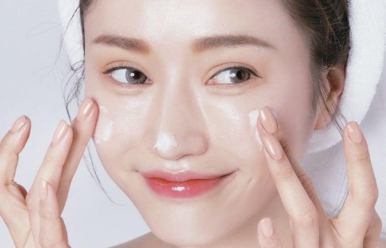 cung cấp dưỡng chất là bước quan trọng trong chăm sóc da khô