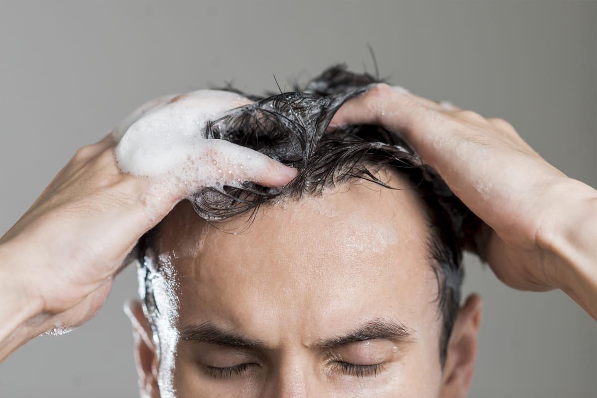 Chăm sóc tóc nam thì phái mạnh cũng cần biết cách gội đầu đúng cách