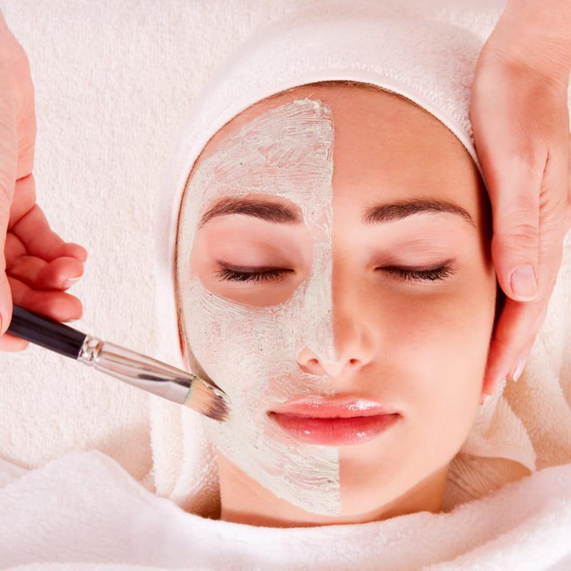 mỹ phẩm chăm sóc da cho phụ nữ trung niên