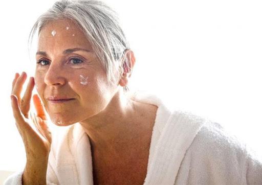 mỹ phẩm cho phụ nữ trung niên