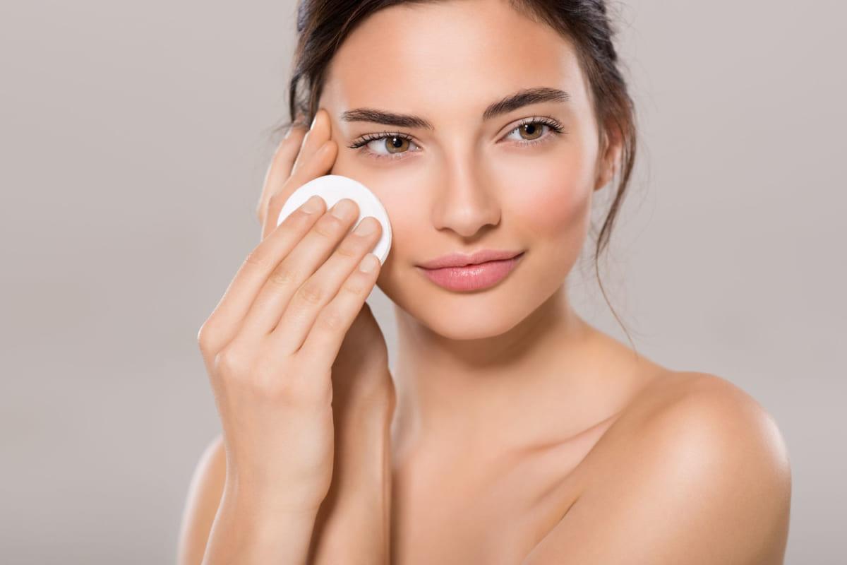 Bảo vệ da khô với các mỹ phẩm dành cho da khô trước khi trang điểm
