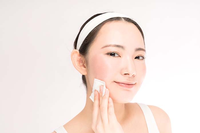 làm sạch da là bước quan trọng trước khi sử dụng mỹ phẩm làm đẹp da