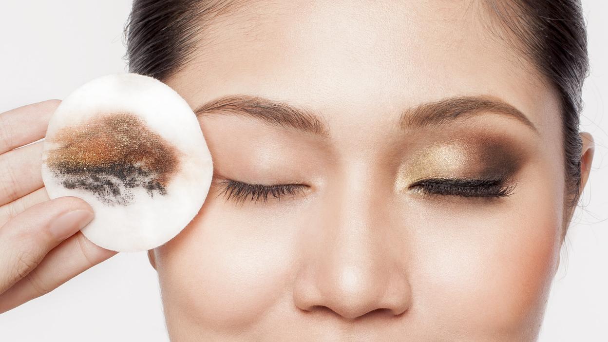 tẩy trang mỹ phẩm trang điểm ở mắt