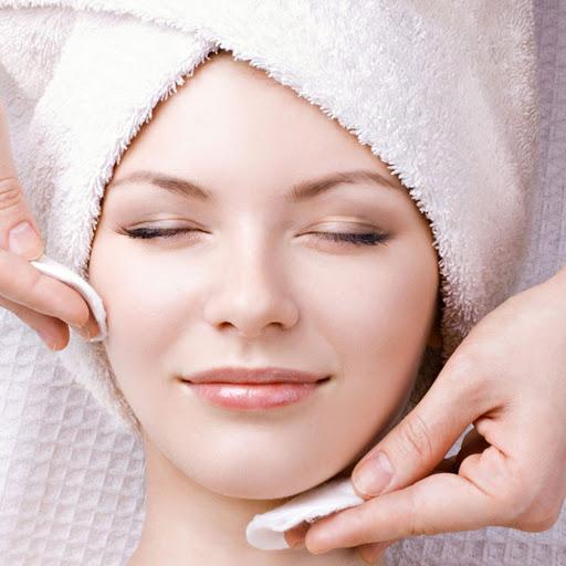 tẩy trang da mặt để loại bỏ mỹ phẩm trang điểm
