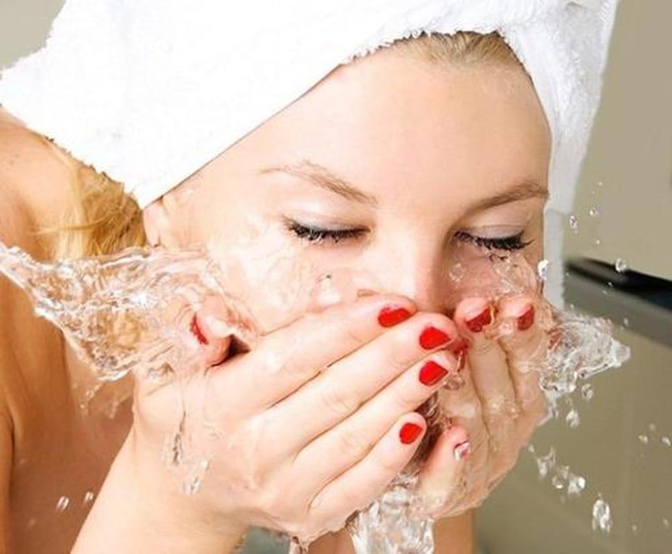 sữa rửa mặt tốt nhất cho da cần đi kèm với cách chăm sóc da phù hợp