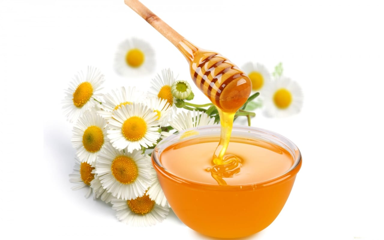 Làm sạch da mặt bằng mật ong