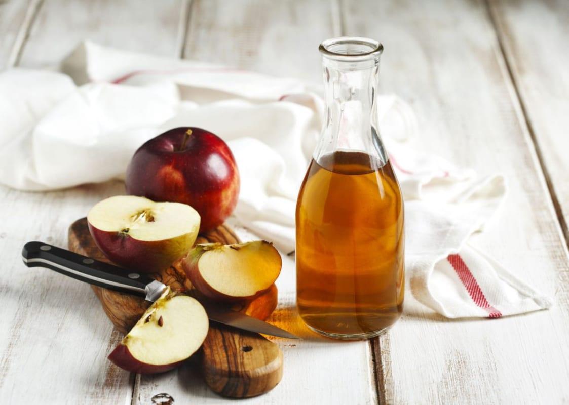 Giấm táo giúp đánh bay mụn lưng nhanh chóng