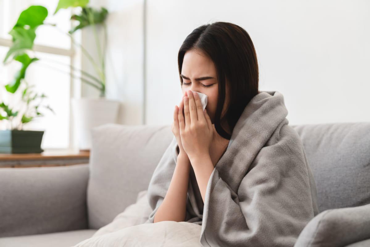 Làm gì khi có dấu hiệu ho - sốt khi đi từ ngoài về