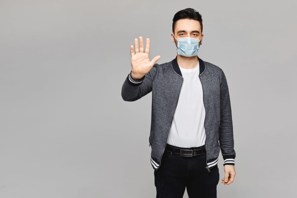 Bảo vệ bản thân bằng cách chào hỏi an toàn mùa bệnh covid-19