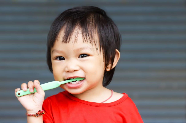 hình thành thói quen cho bé chăm sóc răng miệng cho bé