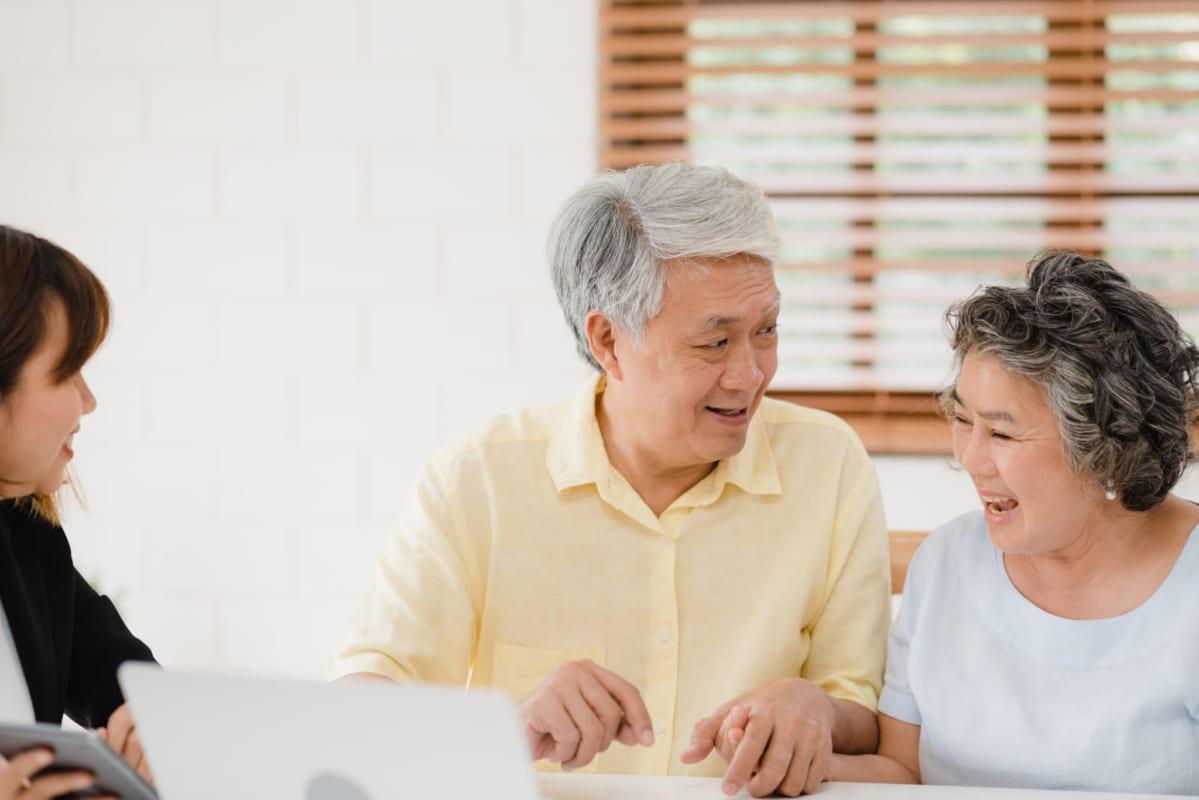 Chăm sóc sức khoẻ mùa bệnh vi-rút corona cho người lớn tuổi