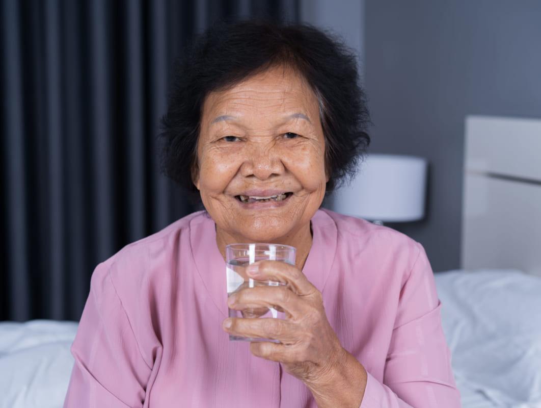 Đừng quên uống nước mùa bệnh vi-rút corona