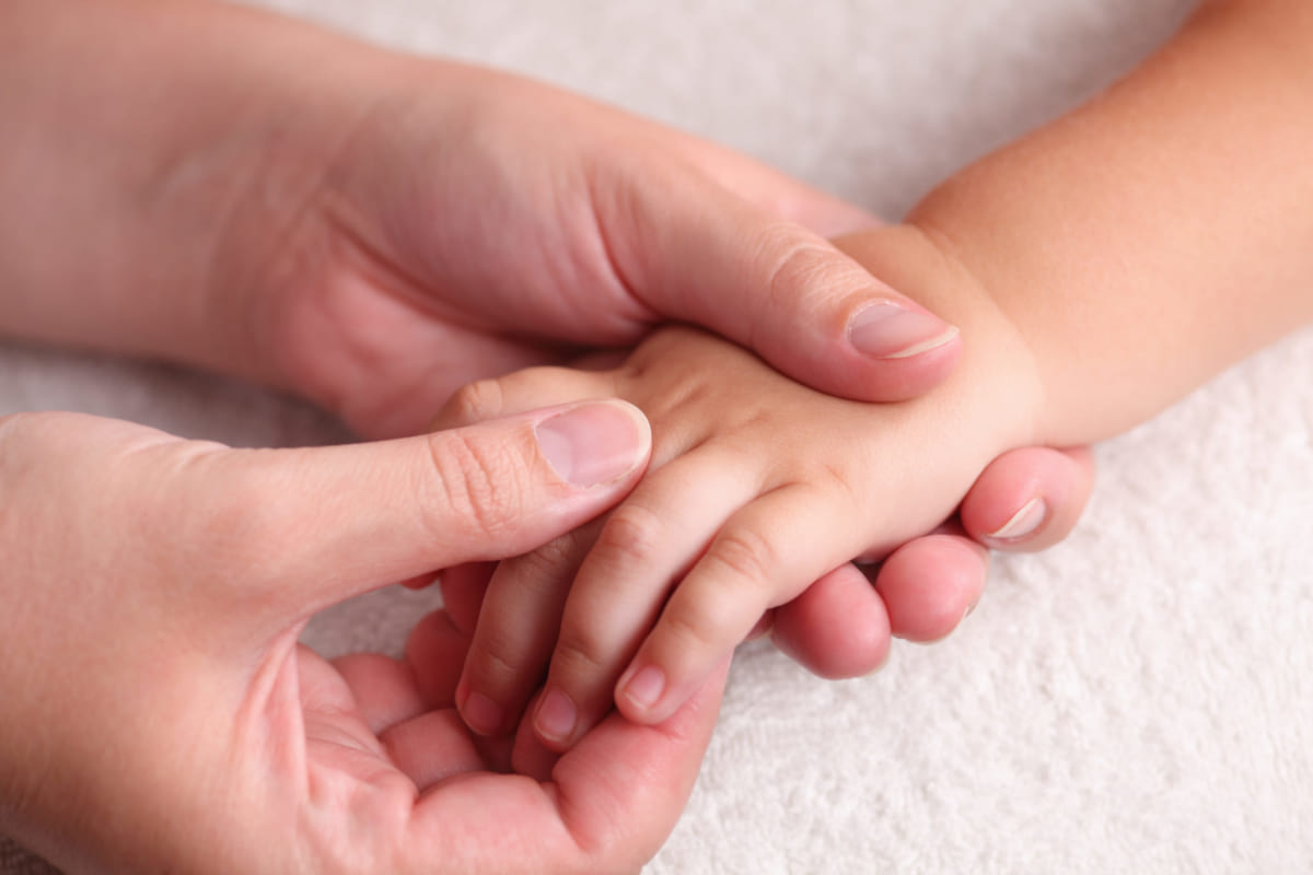 Bạn có biết công dụng dầu tràm cho trẻ em là gì không?