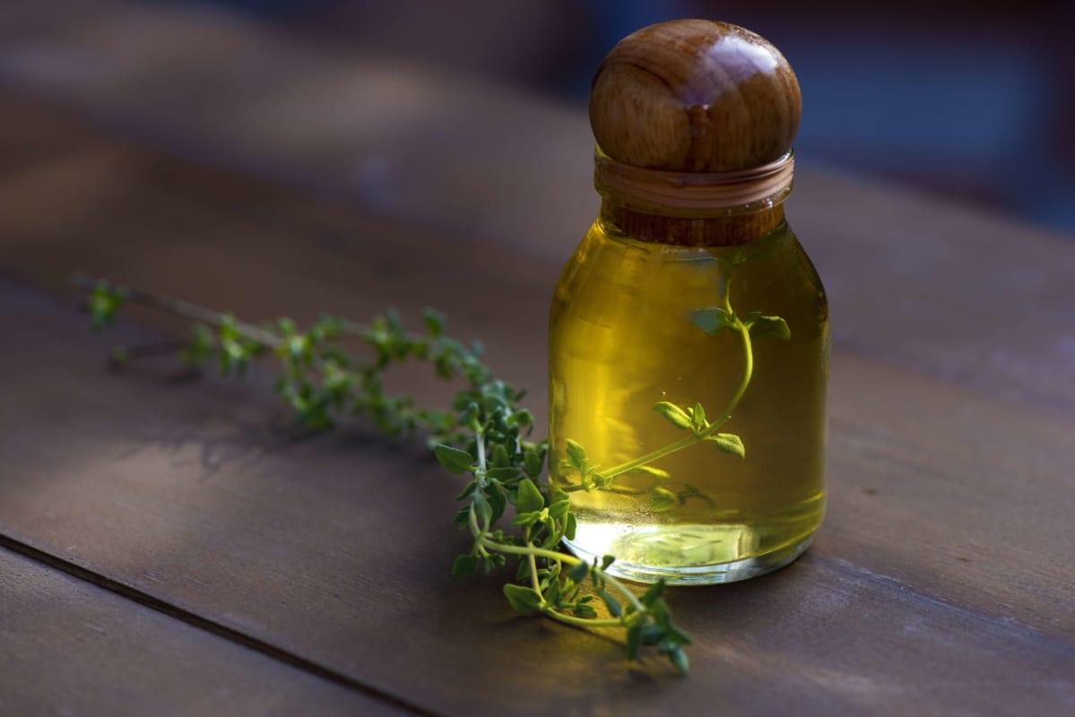 nước súc miệng kháng khuẩn từ tinh dầu trà xanh