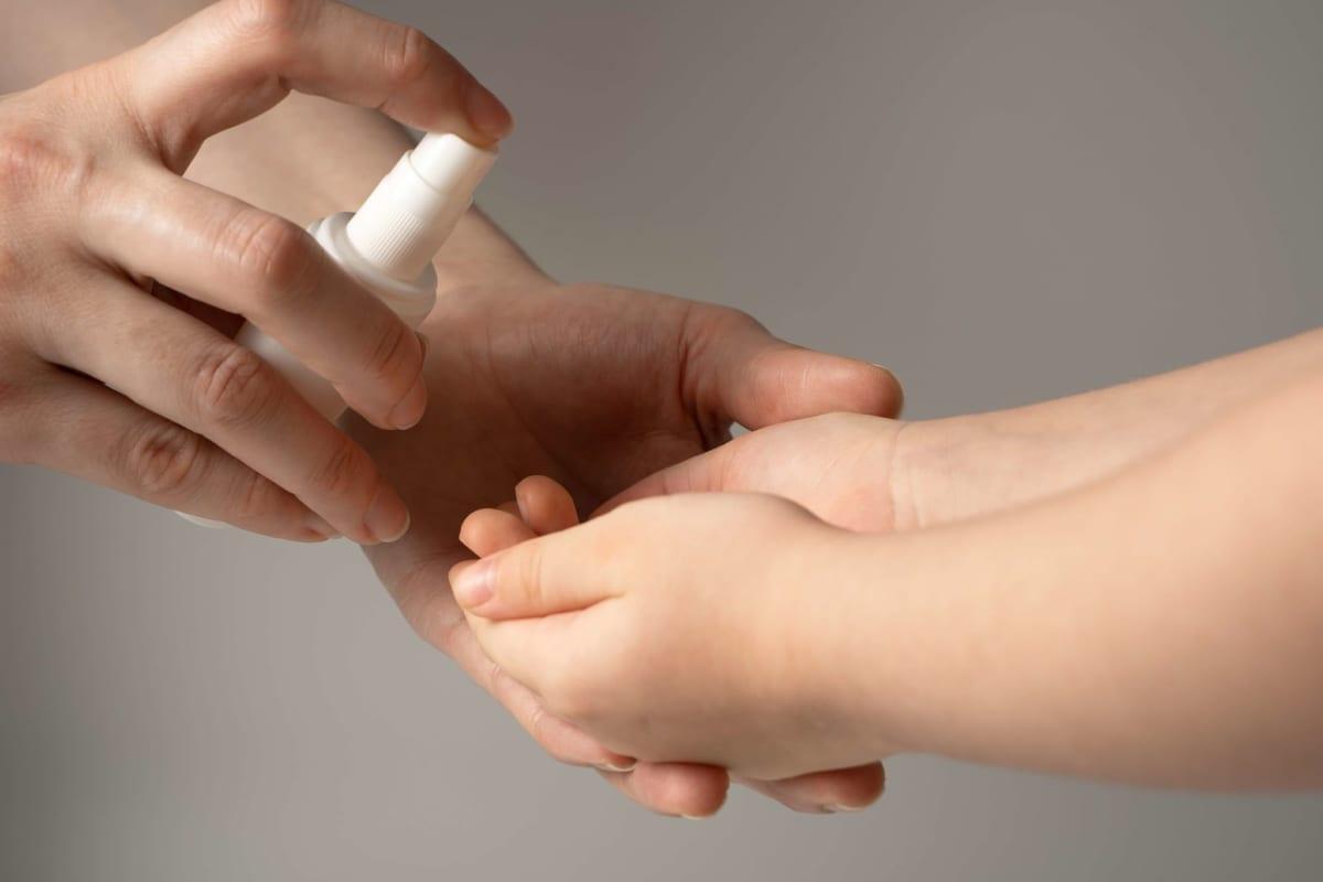 dung dịch nước rửa tay diệt khuẩn bảo vệ bé khỏi các tác nhân gây bệnh