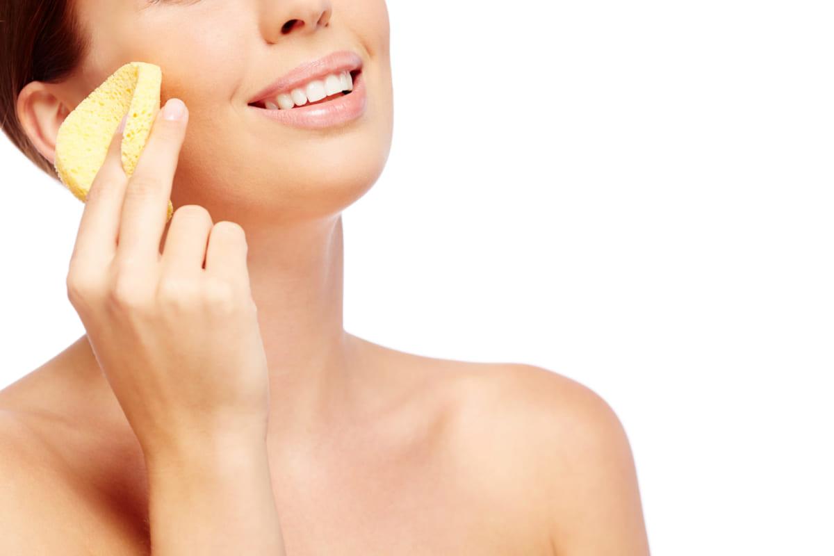 Tẩy trang là bước làm sạch da mặt không thể bỏ qua