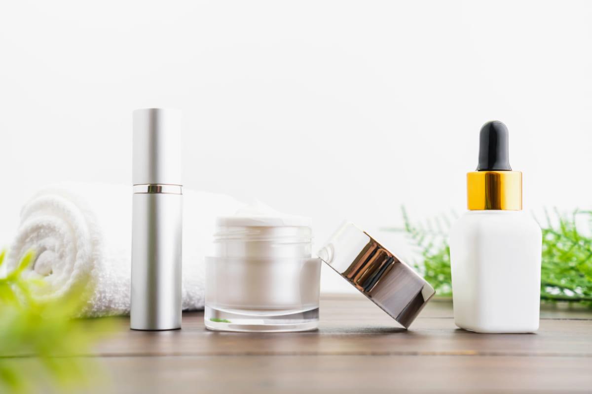 sử dụng các sản phẩm chăm sóc da nhằm cung cấp thêm vitamin từ bên ngoài